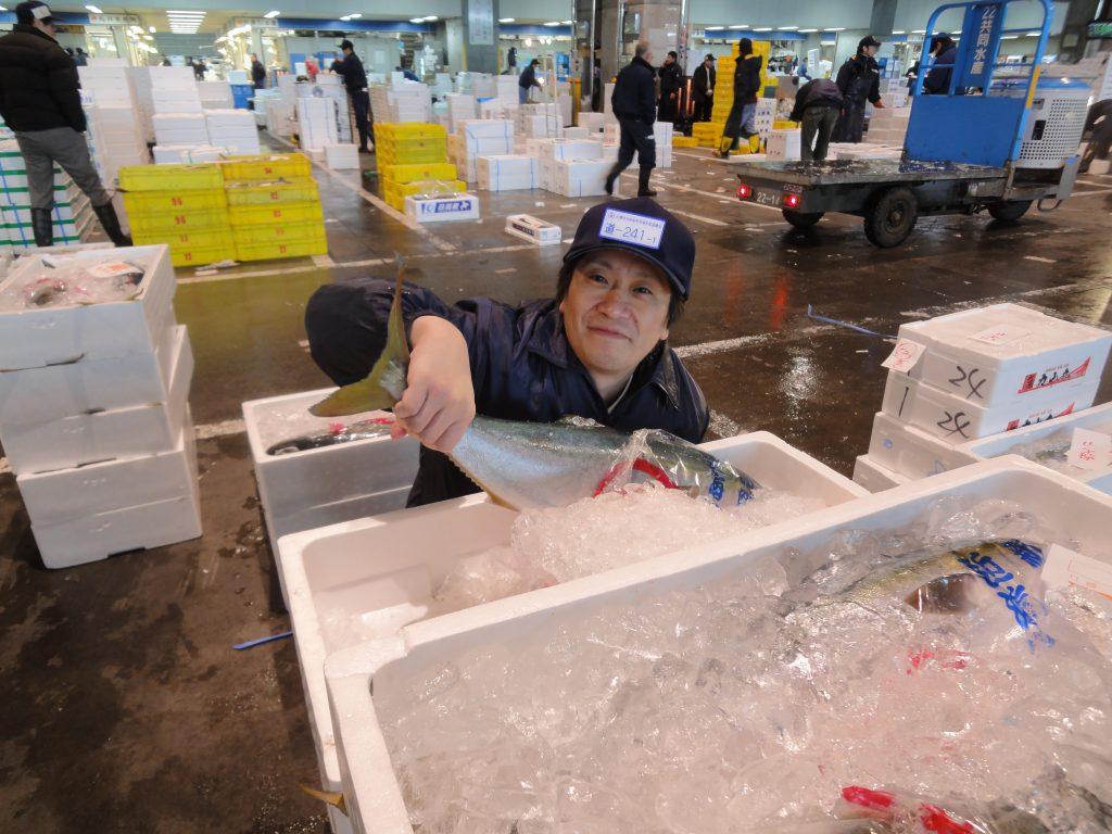 魚を安く仕入れる